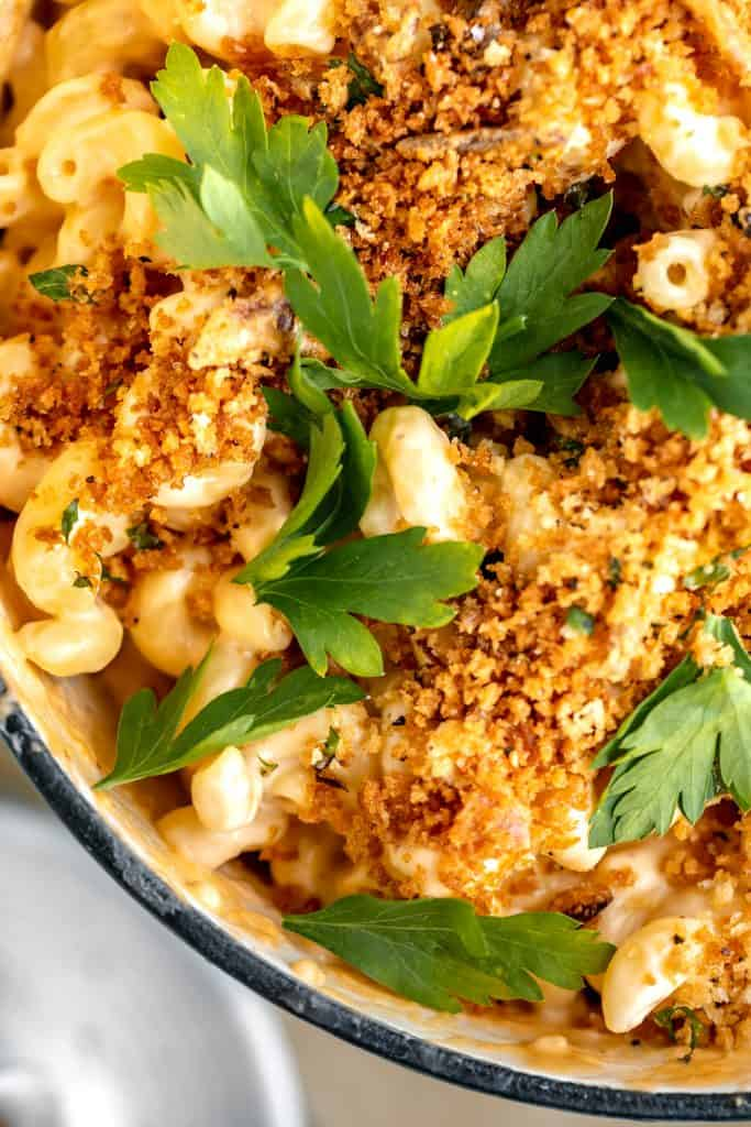 close up of mac and cheese with herbed bread crumbs